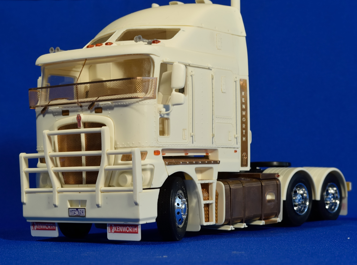 Aussie K200 truck. Resin kit, 1/24