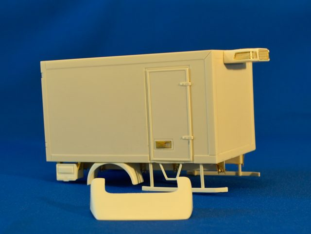Reefer body for 3.5 ton truck. Resin kit, 1/24